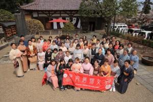 荘内神社で集合写真